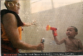 Les moines boudhistes font des bulles