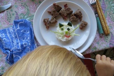 occuper enfant restaurant