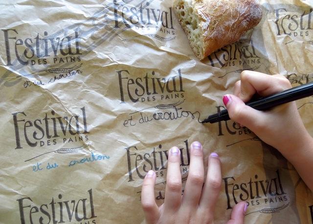 écriture sur papier emballage