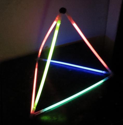pyramide fluo