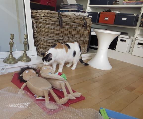 chat et poupées