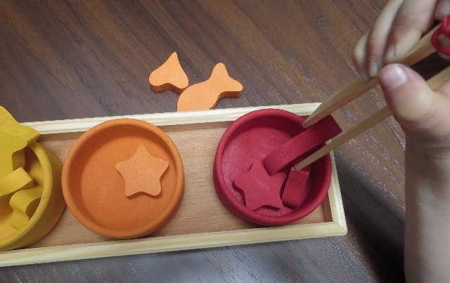 jeu montessori avec pince