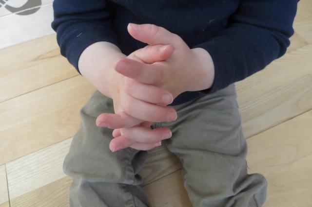 mains enfant