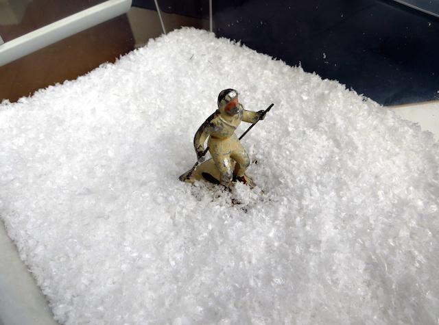 figurine-skieur