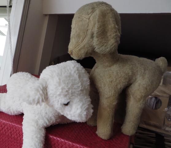 deux peluches mouton