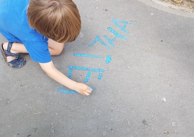 Rendez les trottoirs aux enfants si tu veux jouer - Dessiner une marelle ...